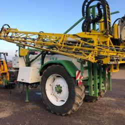 GM-R 12/24m 3200L Trailed Sprayer.